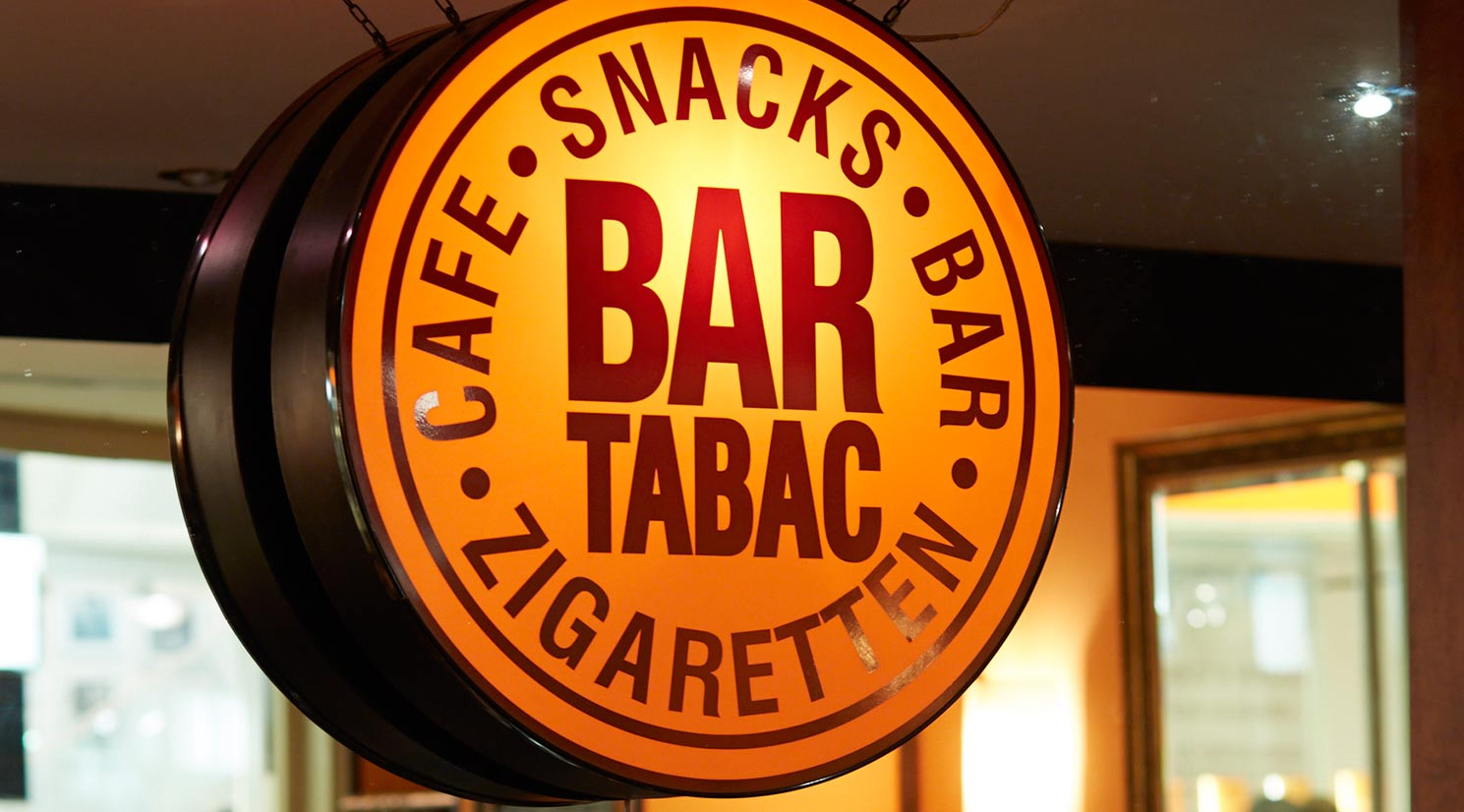 Bar Tabac in der GALLERIA Passage Hamburg Laden Theke Logo.