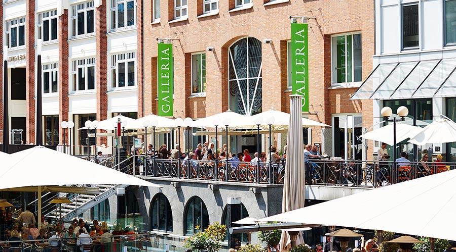 Restaurants auf dem Ponton der GALLERIA Passage Hamburg.