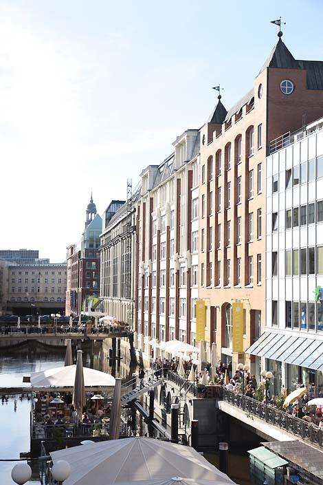 Ponton der GALLERIA Passage Hamburg