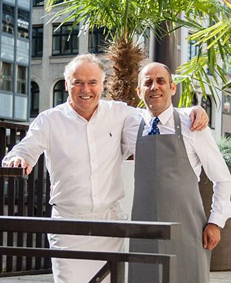 Petit Délice in der Galleria Passage Hamburg Restaurantleitung Omar Sobha und Roland Schärf