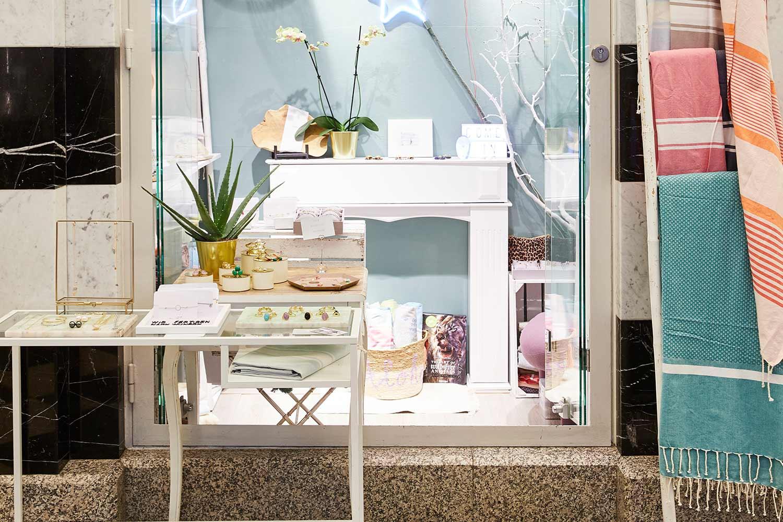 Deux Soeurs Store Beach Accessoires Shop Sommersaison GALLERIA Passage Hamburg