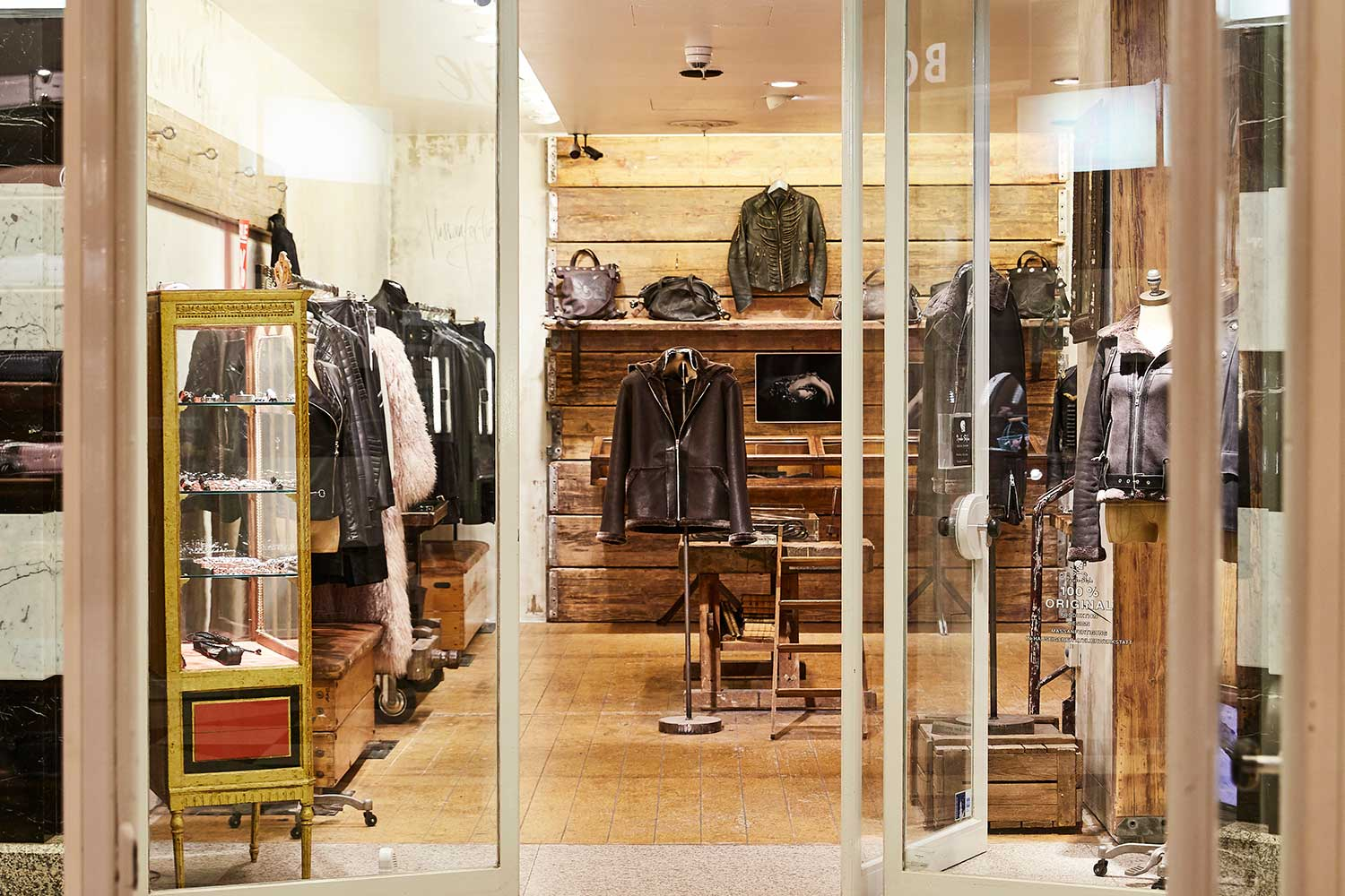 Pyrate Style GALLERIA Passage Hamburg Ledermode Accessoires